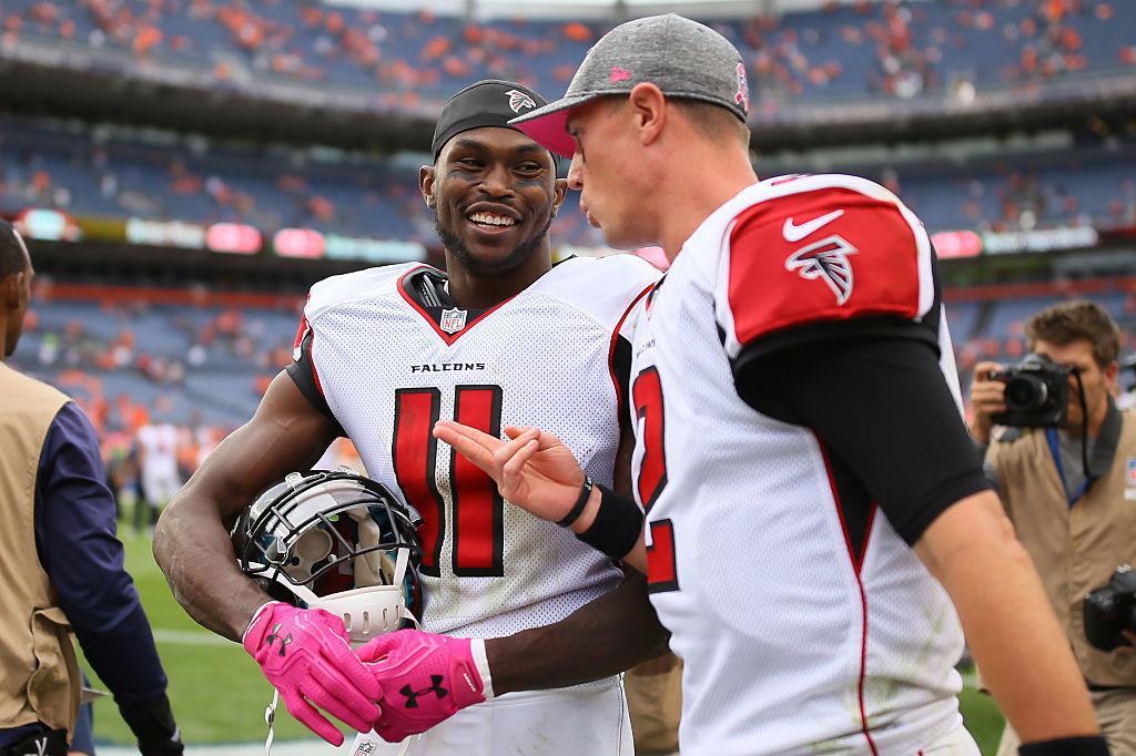 Falconsin Matt Rayn on ykkönen heittotilastossa (2 348 jaardia) ja Julio Jones kiinniotoissa (830 jaardia), joten tappioista huolimatta aihetta hymyyn vielä riittää. (Getty)
