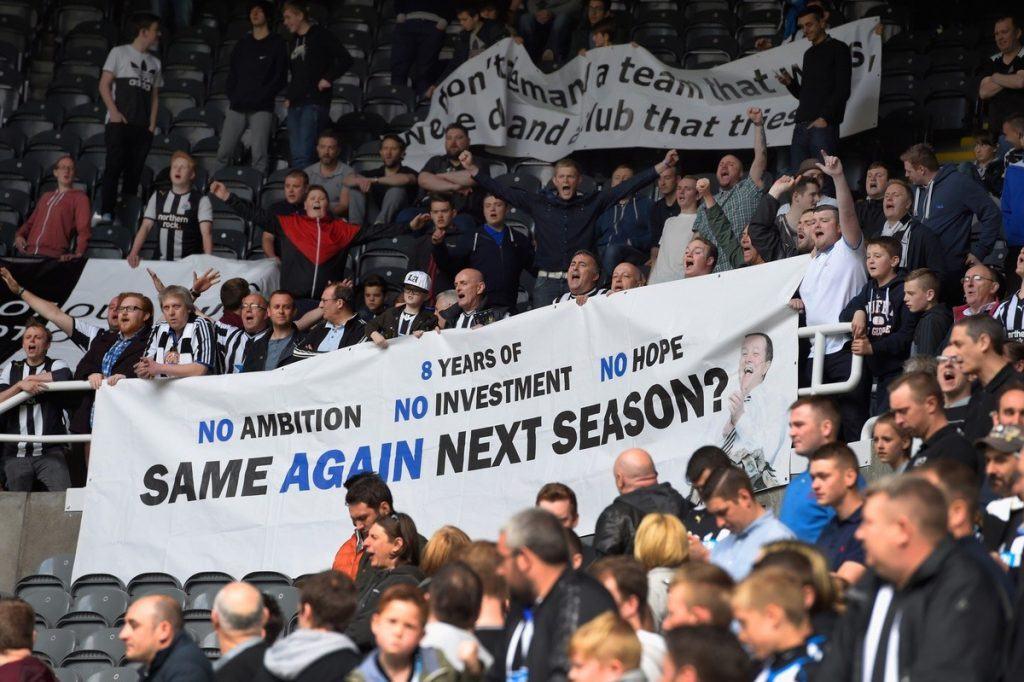 Fani-protestit ja omistajaa arvostelevat lakanat ovat tulleet tutuiksi Newcastlessa. Kuva: Getty