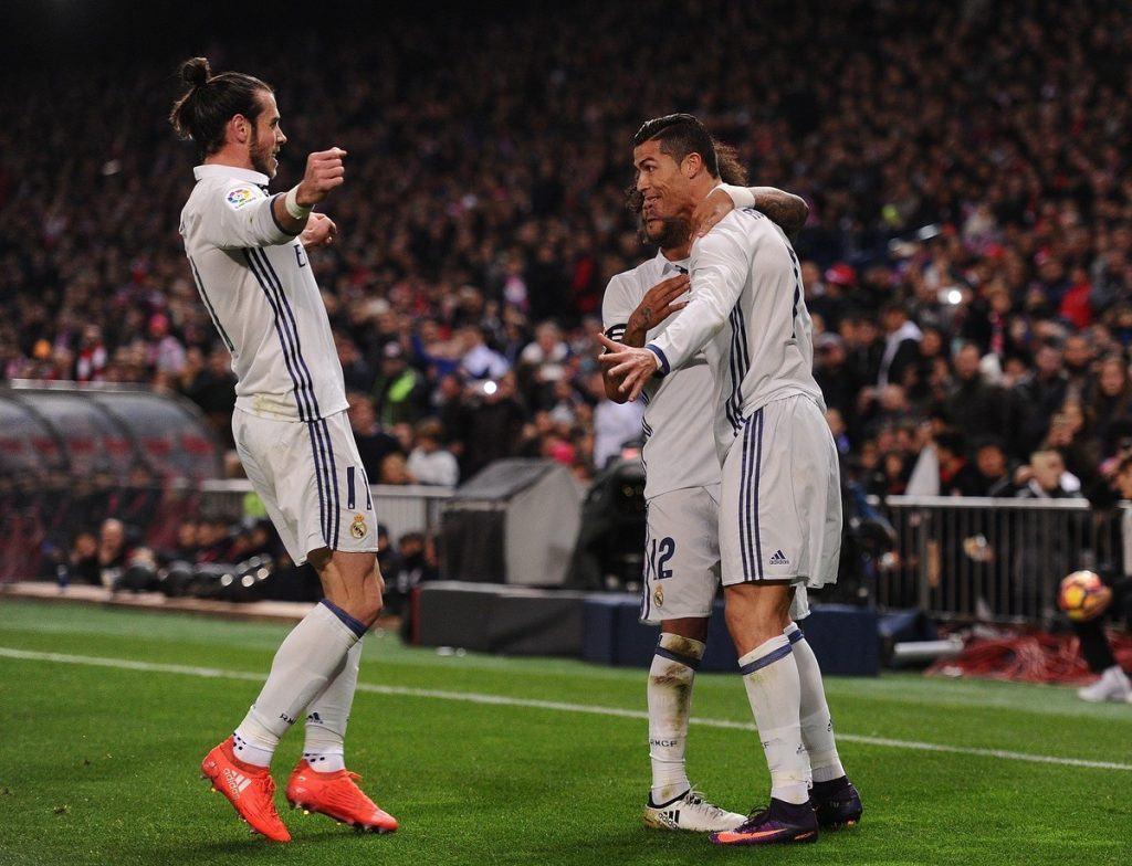 Balen ja Ronaldon väleistä on liikkunut monenlaista huhua, mutta ainakin kentällä kaksikko on löytänyt yhteisen sävelen. Kuva: Getty