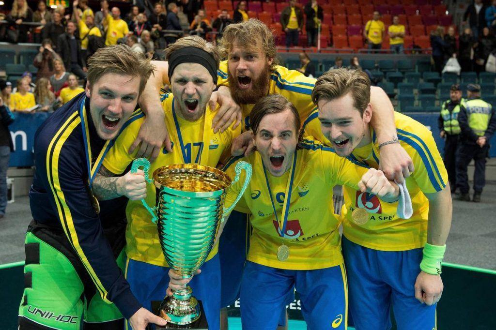 Goeteborg, 14.12.2014, Unihockey WM, Final, Schweden - Finnland, Die Schweden feiern den Weltmeistertitel. PUBLICATIONxNOTxINxSUIxAUTxLIExITAxFRAxNED Goeteborg 14 12 2014 Unihockey World Cup Final Sweden Finland The Sweden celebrate the World Championship title