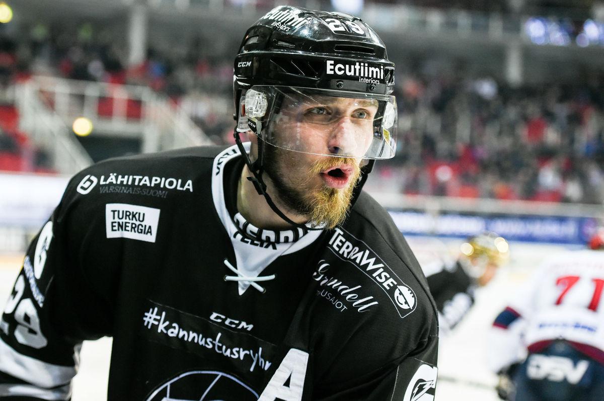 Jonne Virtanen Baarissa